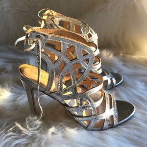 LILIANA | EUC Silver Chic Heels 👠